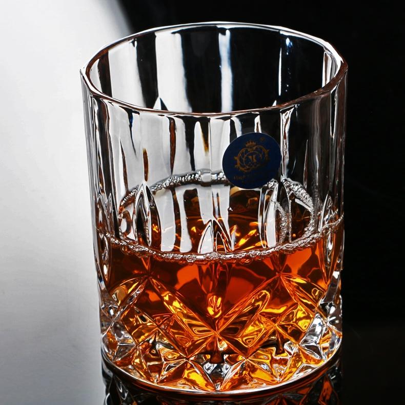 Un bicchiere di scotch